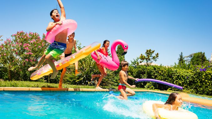 Kesäjuhlat vesiteemalla